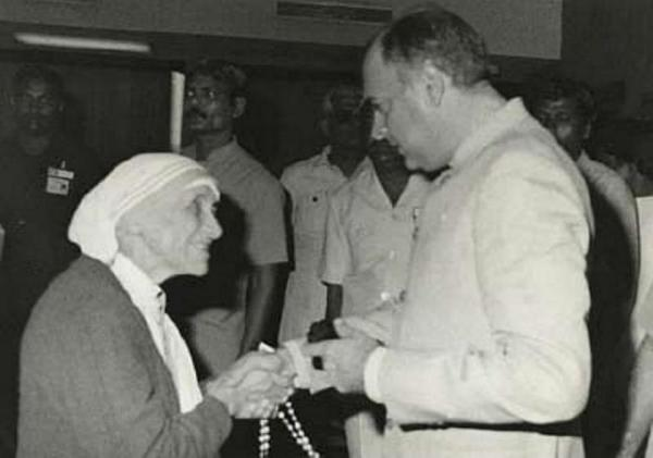 Rajiv Gandhi with Annai Therasa